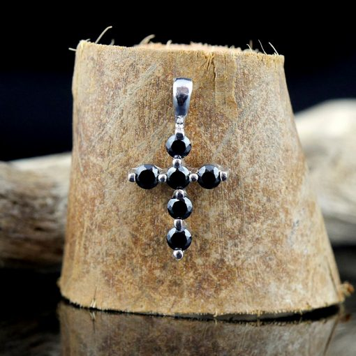 Cruce din argint, cu zircon negru  Produs