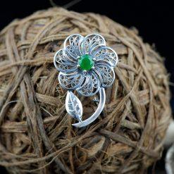 Brosa din argint, cu smarald  Produs