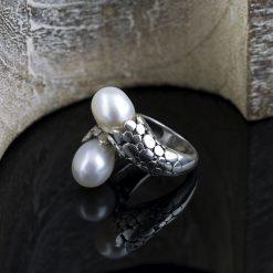 Inel din argint, cu perle  Produs