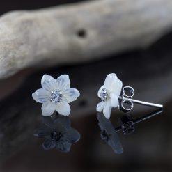 Cercei din argint, cu sidef si cristal  Produs