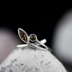 Inel din argint, cu chihlimbar