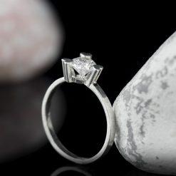 Inel din argint, cu cristal zircon  Produs