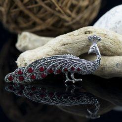Brosa din argint cu marcasite si carneol  Produs