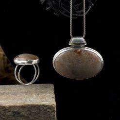 Set fomat din pandantiv si inel din argint cu jasp  Produs