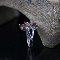 Inel din argint cu granat  Produs