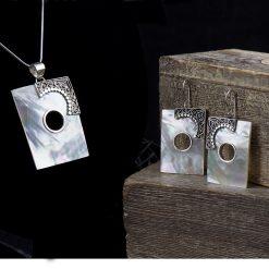Set din argint cu scoica  Produs