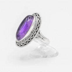 Inel din argint cu ametist cabușon, oval