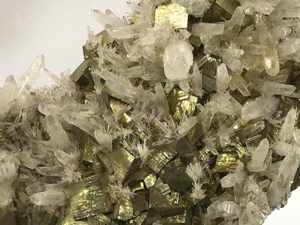 Expoziție de minerale din România  Articol