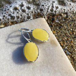 Cercei din argint și chihlimbar în formă ovală galbeni