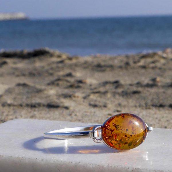 Brațară din argint cu chihlimbar oval