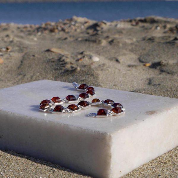Brațară din argint cu 16 pietre pătrate de chihlimbar